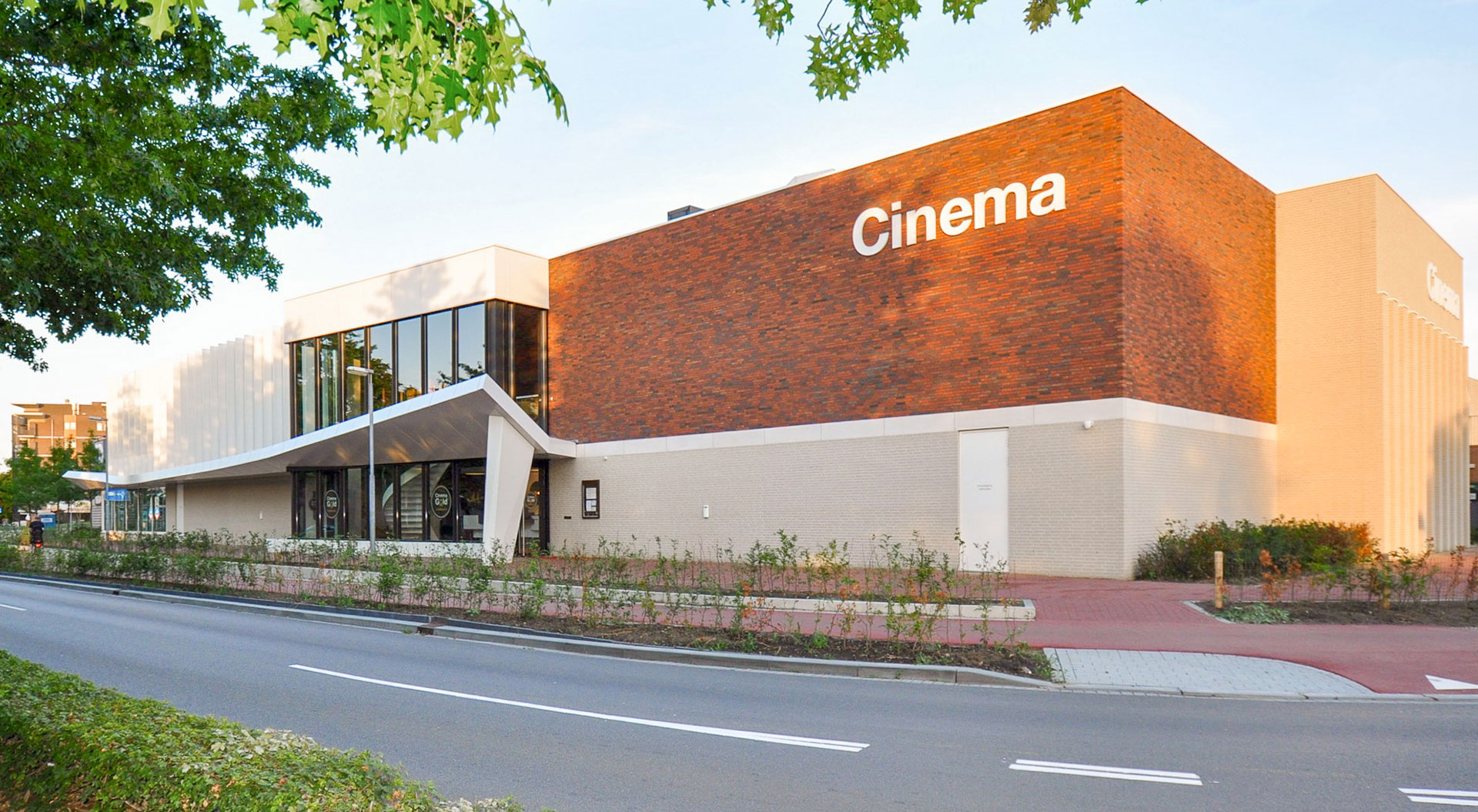 Hospitality next to movie theatre, Veldhoven: Geer 7