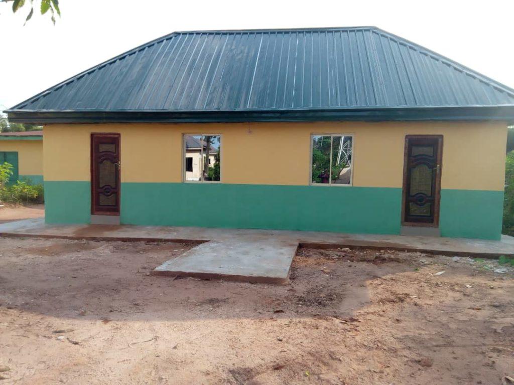 Schoon drinkwater en goede sanitaire voorzieningen voor Ebenator gezondheids- en zwangerschapscentrum